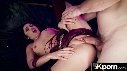 Порно жесткое с развратной брюнеткой в высоких сапогах